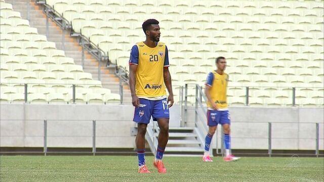 Fortaleza anuncia contratação do atacante Jacaré e renovação do zagueiro Ligger