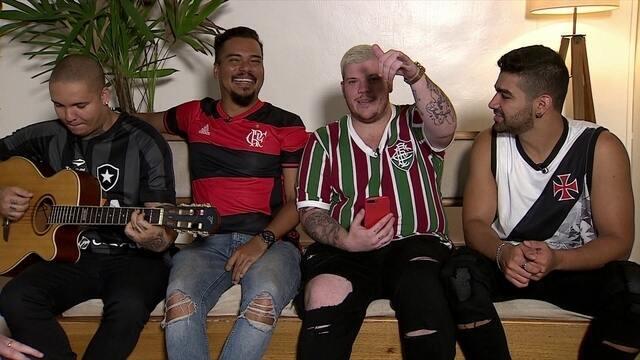 Pagodeiros, cada um torcedor de um time do Rio, participam de jogo envolvendo jogadores