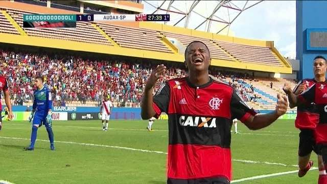 Gol do Flamengo! Bill puxa para o meio e acerta o ângulo aos 27 do 1º tempo