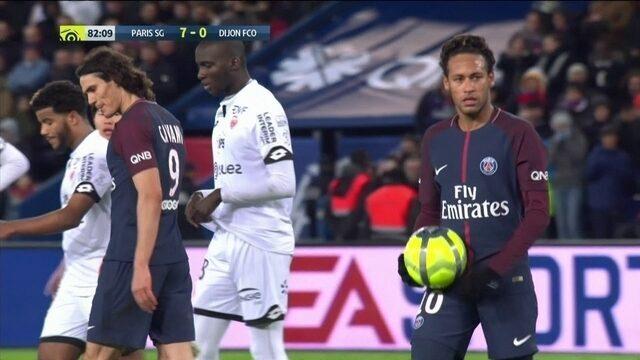 Para jornalistas, Neymar poderia ter cedido pênalti para Cavani bater