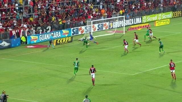 Gabriel faz duas grandes defesas e salva o Flamengo, aos 42' do 2º tempo