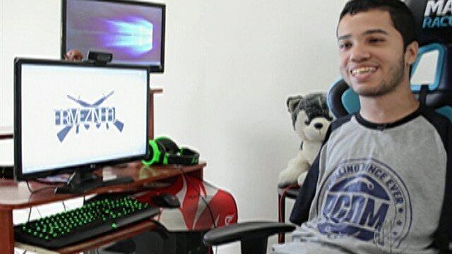 Jovem de Poá faz sucesso na internet jogando CS, LoL e Fifa com os pés