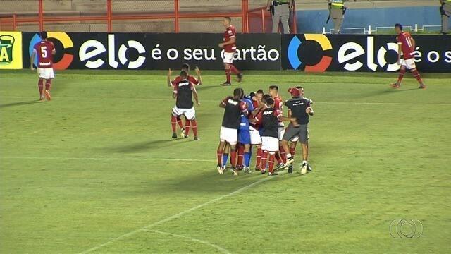 Vila Nova reage após levar 2 a 0, elimina o Joinville nos pênaltis e se classifica