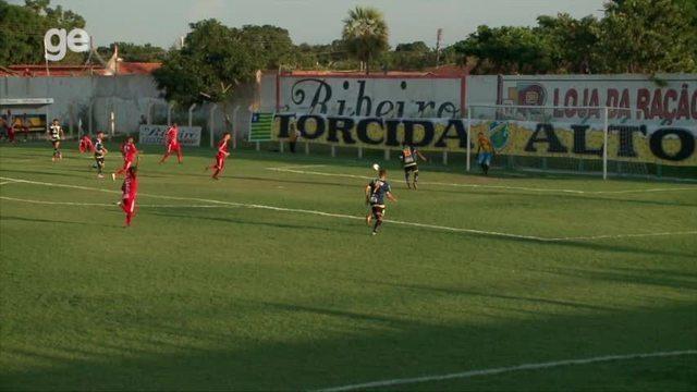 Cara a cara com o gol, Joelson perde chance incrível em goleada do Altos no Piauiense