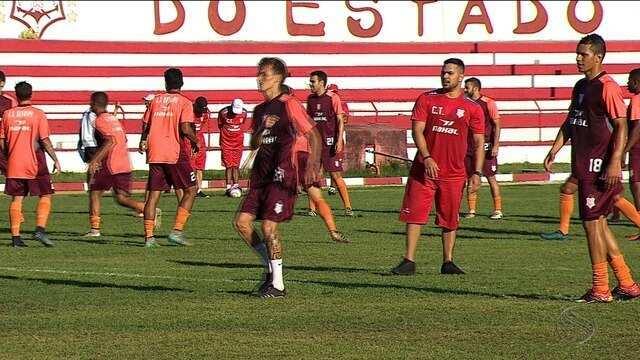 Diogo faz testes para enfrentar o Confiança, elenco fez último treino no JH antes do jogo