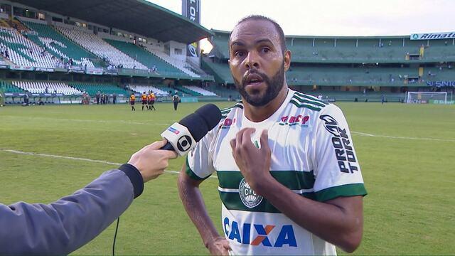 """Alecsandro reconhece momento do Coritiba: """"A gente está devendo"""""""