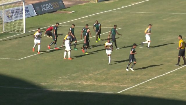 Gol do Cascavel! Após escanteio, Weverton cabeceia firme e diminui contra o Maringá