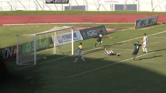 Gol do Maringá! Everton recebe na medida de Carlão e faz o terceiro contra o Cascavel