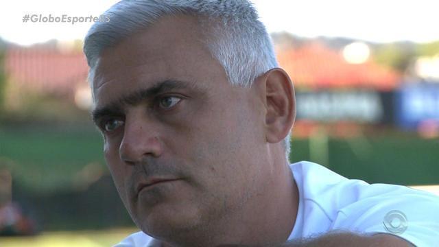 Técnico do Avenida dá lição de vida e faz história com clube no Gauchão