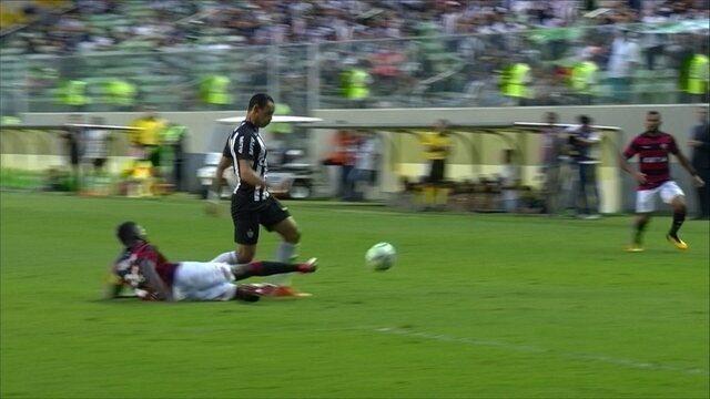 Melhores momentos de Atlético-MG 2 x 1 Vitória pela 2ª rodada do Campeonato Brasileiro