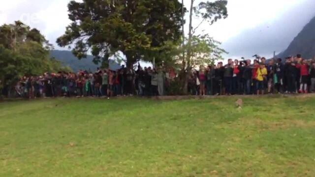Torcedores invadem Granja Comary durante treino da Seleção