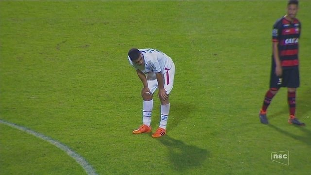 Pouco inspirado no ataque, Avaí desperdiça chances e empata sem gols com o Atlético-GO