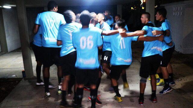 Equipe de handebol faz ritual antes de partida do Brasileiro adulto