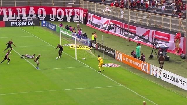 Palmeiras pressiona, Dudu acerta a trave e Ruan salva o Vitória, aos 38' do 1º tempo