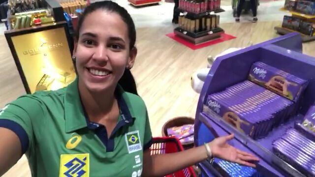 Duda cumpre o prometido e compra chocolates com prêmio por título do Torneio dos Campeões