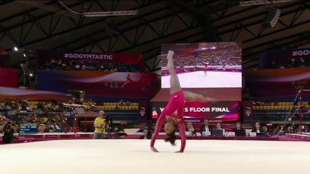 Simone Biles se apresenta no solo na final do Mundial de Ginástica