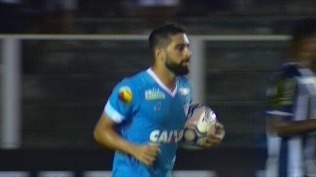 Gol do Paysandu! Pedro Carmona cobra pênalti e diminui, aos 35' do 1º tempo