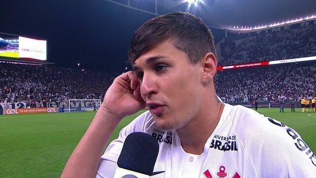 """""""A gente fica triste pelo Vasco, mas euvou fazer o quê?"""", diz Mateus Vital, do Corinthians"""