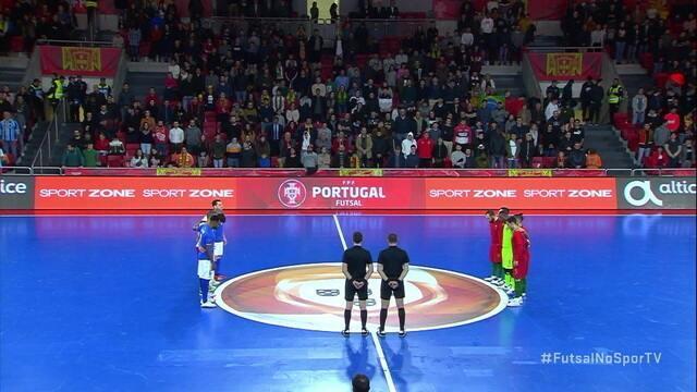 Jogadores prestam um minuto de silêncio em homenagem as vítimas de Brumadinho durante amistoso de futsal entre Brasil e Portugal