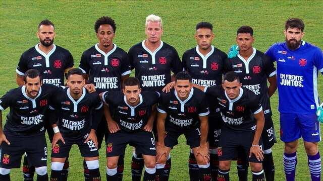 Vasco faz homenagem com bandeira do Flamengo estampada na camisa no jogo contra o Resende