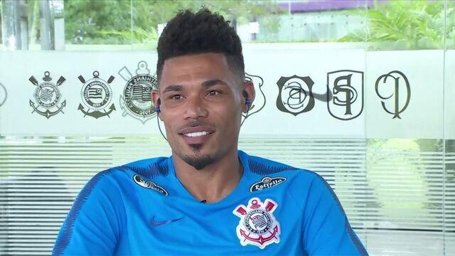 Júnior Urso afirma que vem se preparando desde a China para ser titular no Corinthians