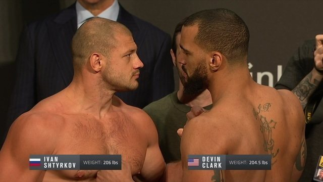 Ivan Shtyrkov e Devin Clark participam da pesagem do UFC Fight Night 149