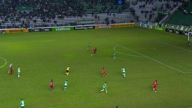 Juninho faz boa jogada, mas finaliza por cima do gol, aos 45 minutos!