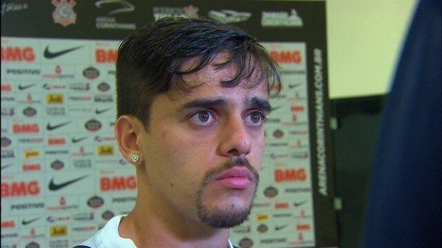 """Craque do jogo contra a Chape, Fagner se diz """"feliz por desempenho"""" no Corinthians"""