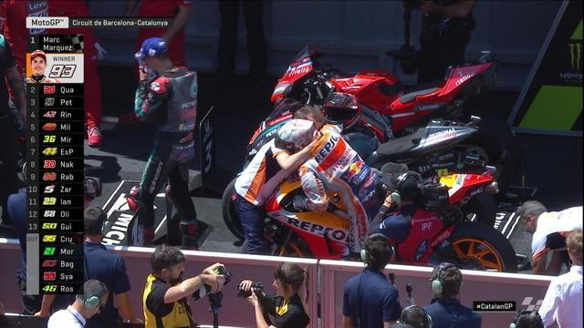 Marc Márquez comemora muito a vitória na Moto GP da Catalunha