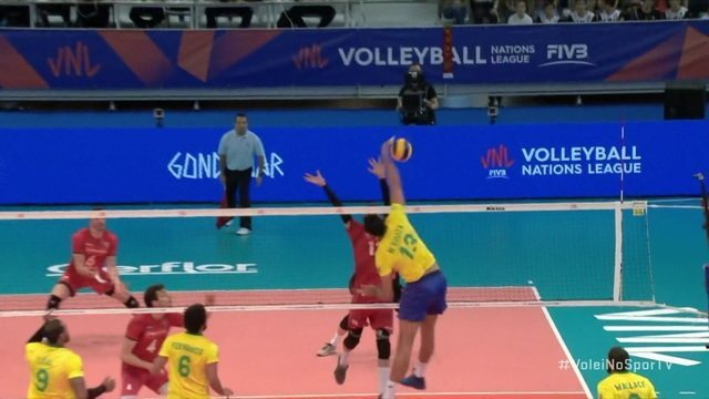 2º Set - Mais um rali no jogo, e Maurício Souza marca e Brasil abre, 9 x 6