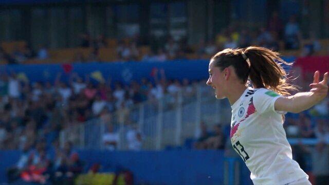 Gol da Alemanha! Daebritz aparece no meio da área e chuta para o fundo da rede, aos 28' do 1º tempo