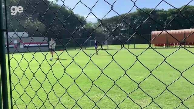 Em rede social, Pablo posta vídeo treinando com bola