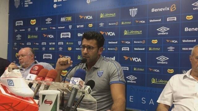 Assista à apresentação do técnico Alberto Valentim