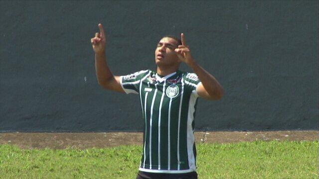 Gol do Coritiba! Após cobrança de falta, Igor Jesus desvia e marca, aos 13 do 1º tempo