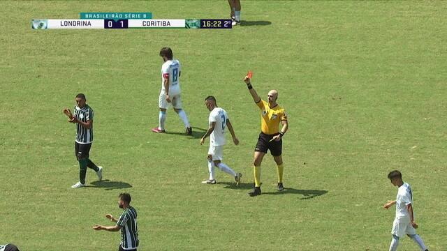 Cartão vermelho! Lucas Costa chega atrasado, faz falta dura em Rafinha, leva outro amarelo e é expulso