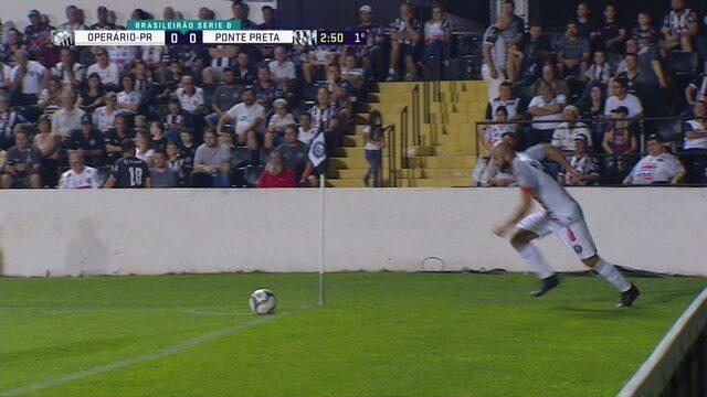Marcelo cobra escanteio, Felipe Augusto tenta cabecear, mas manda a bola por cima do gol, aos 3 do 1º tempo
