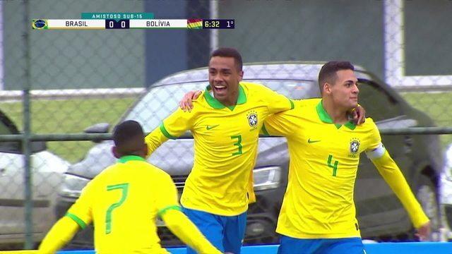 Gol do Brasil! Zé Wellington cruza na medida para o zagueiro Rômulo cabecear e abrir o placar, aos 6 do 1º