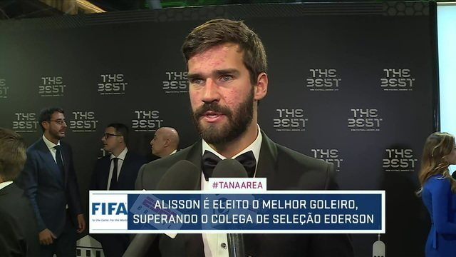 """Grato, Alisson fala sobre sensação na cerimônia da Fifa: """"Estava muito nervoso. Foi uma experiência incrível"""""""