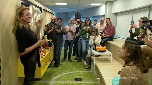 Hortência comemora o aniversário de 60 anos na transmissão de Brasil x Argentina