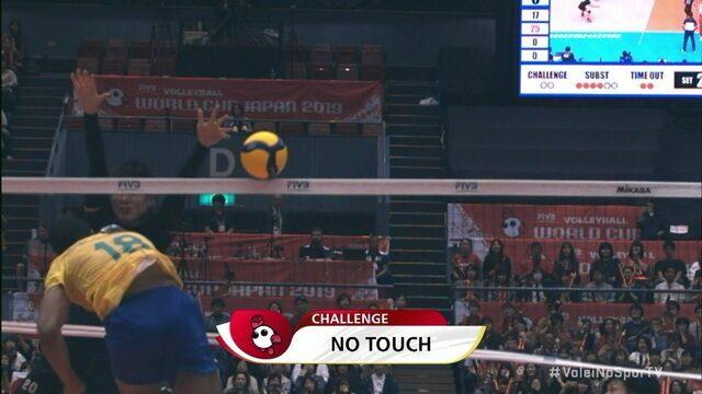 2º set: Japão pede desafio polêmico e fecha o set 26/24