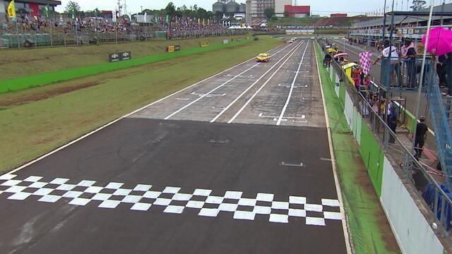 Felipe Fraga vence a primeira prova da Stock Car em Cascavel