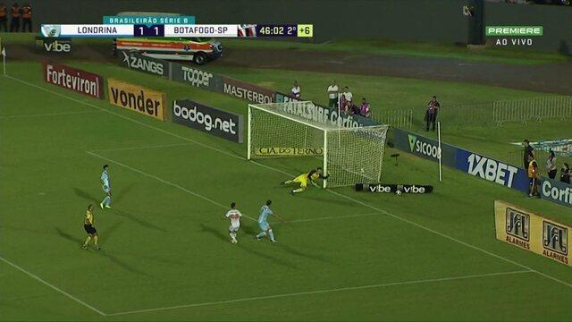 Londrina x Botafogo-SP: Felipe Saraiva chuta e manda para fora, aos 46 do 2º tempo