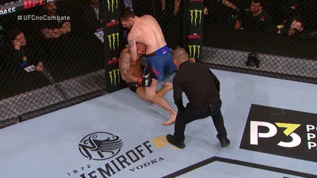 Melhores momentos de Thiago Pitbull x Tim Means no UFC Washington.