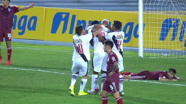 Gol do Vasco! No último lance do jogo Luan marca o gol que classifica o Vasco para a final, aos 49 do 2º tempo