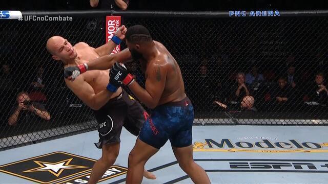 Melhores Momentos de Curtis Blaydes x Junior Cigano no UFC Raleigh, no dia 25/01/2020.