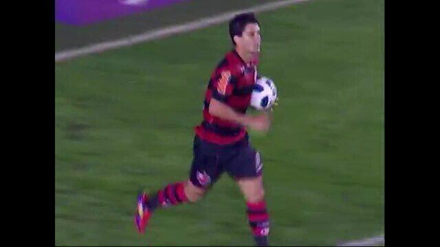 Gol do Flamengo! Thiago Neves aproveita cruzamento, cabeceia e marca, aos 31 do 1º tempo