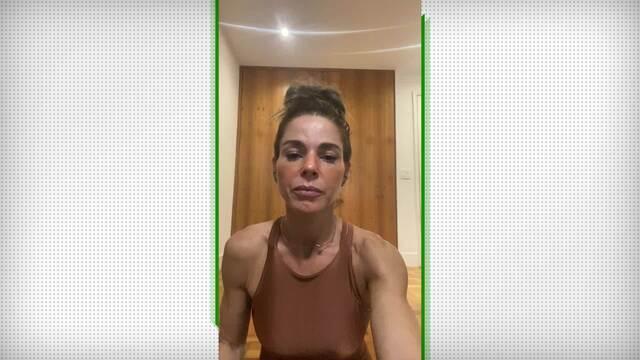 Adriana Camargo ensina a fazer a postura Vrksasana, da árvore