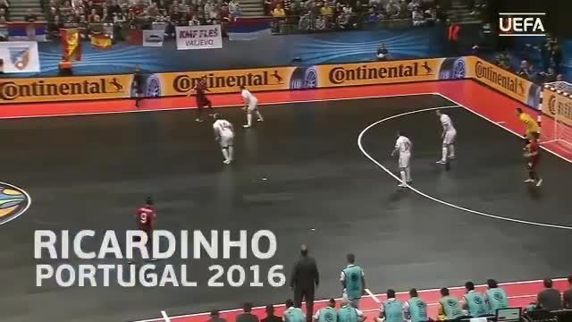 Confira drible desmoralizante de Ricardinho em marcador em 2016