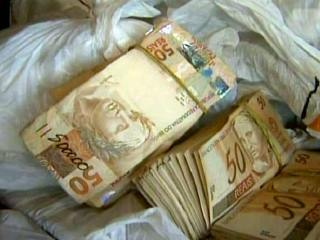 R$464,000 in cash seized from a truck driver in Barretos, Sao Paulo on Monday, 12 December 2011
