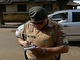 31/05/2013 - PR: sargento compra briga com moradores e políticos ao promover choque de ordem no trânsito